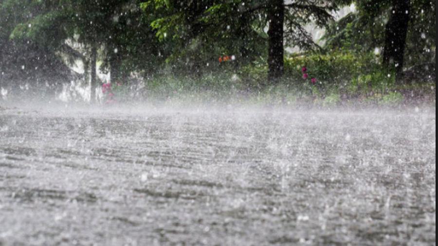 Cod galben de ploi puternice în Capitală și 17 județe. Posibile inundaţii în 4 județe