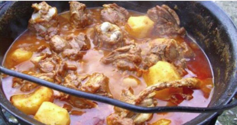 Cum se face gulașul unguresc la ceaun – Rețeta unui bucătar tradițional