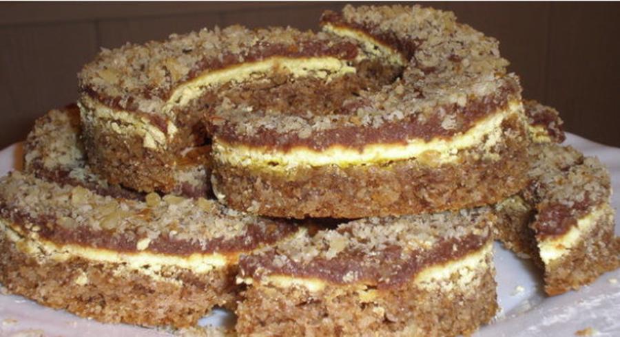 Semilună cu nucă și cremă – o prăjitură cremoasă, cu un gust fin și aromat
