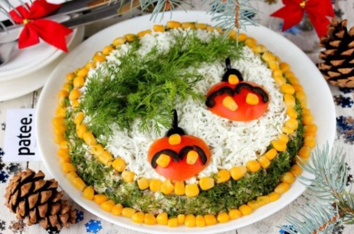 """Salata in straturi """"Regina iernii"""" – perfecta pentru sarbatorile de iarna"""